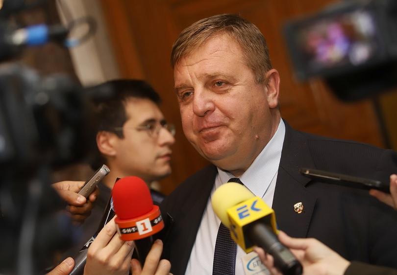 Вицепремиерът и лидер на ВМРО Красимир Каракачанов подаде сигнал до