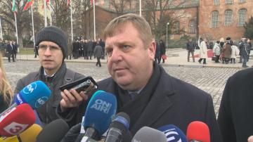 Каракачанов възложи вътрешна проверка по случая с ген. Стойков