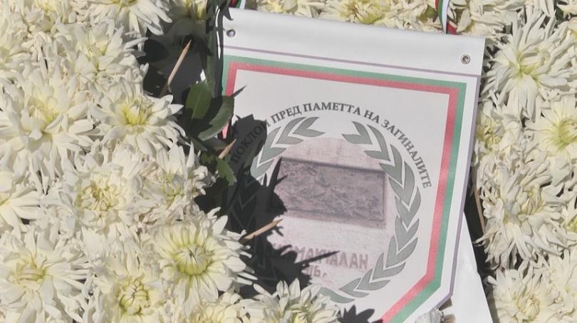 Вицепремиерът Красимир Каракачанов, генерали и военнослужещи от Българската армия почетоха