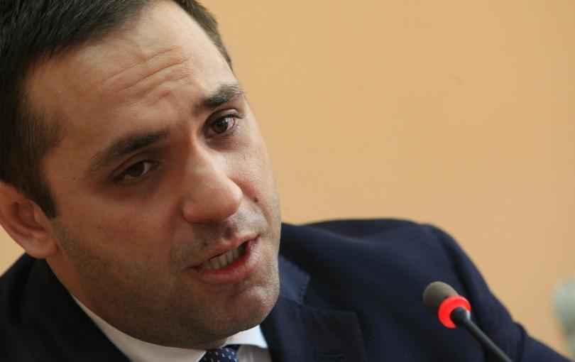 Министърът на икономиката Емил Караниколов не е в разногласие с