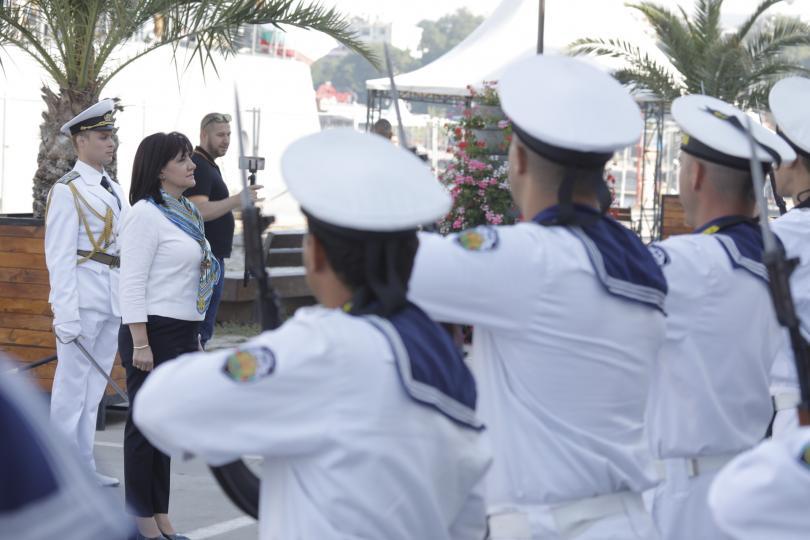 Председателят на Народното събрание Цвета Караянчева наблюдава националното военноморско учение
