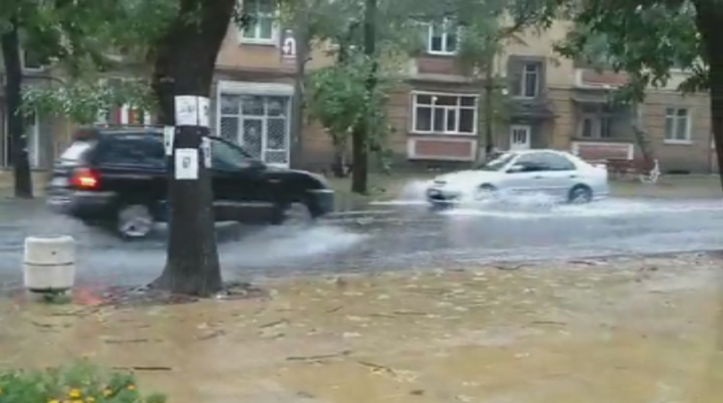 Днес бурята в Кърджали беше още по-сериозна. Само ден след