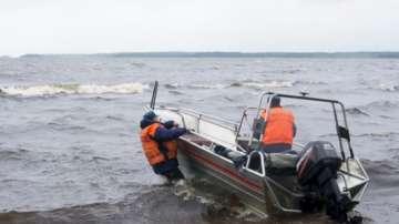 Обиски след трагедията в Карелия