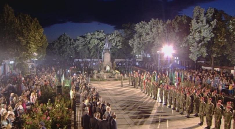 С тържествен митинг-заря в Карлово България отбеляза 181 години от