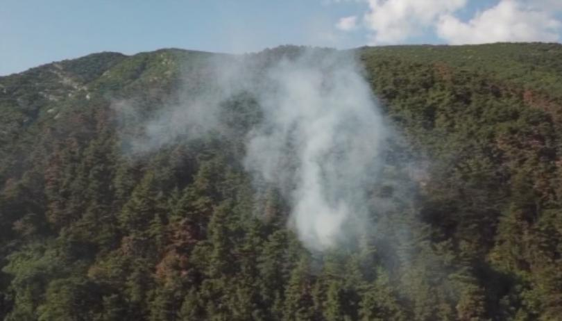 Мащабният пожар над Карлово, който беше овладян, се възобнови в