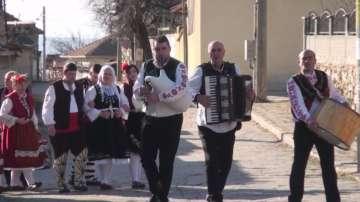На Ивановден къпят младите булки в Карлово