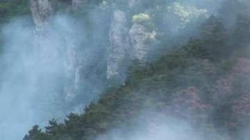 Пожарът над Карлово се разраства - горят близо 100 декара борова гора