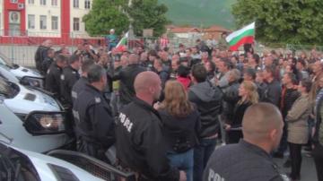 Жители на село Кърнаре блокираха подбалканския път София - Бургас