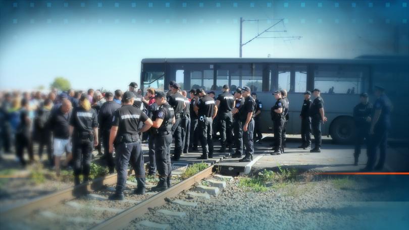 """Протестиращите работници от """"Винпром Карнобат"""" утре се връщат на работа."""