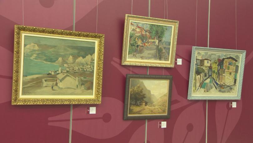 Картините на големи български творци, на чиито фон са се