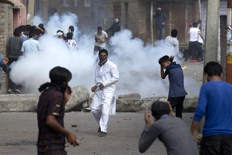Силите за сигурност в управлявания от Индия Кашмир се сблъскаха