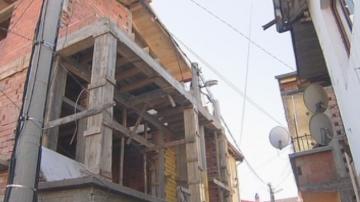 Разрушават къщата с електрическия стълб в Пловдив