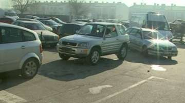 Огромни опашки пред КАТ - Пловдив за регистрация на автомобили