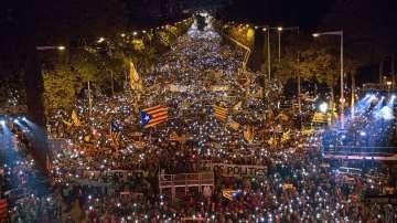 Премиерът на Каталуния призова за масово участие в митингите за нов референдум