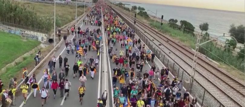 Отменени полети и блокирани пътища в Барселона и цяла Каталуния,