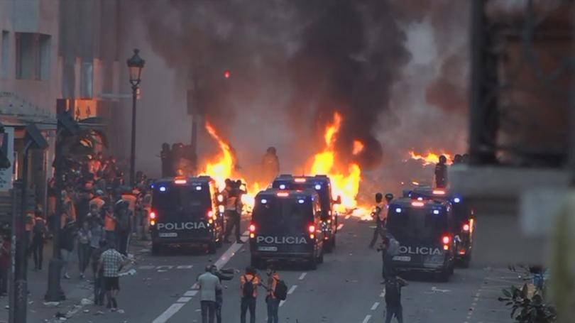 Напрежение в Испания. Тежки сблъсъци между полицията и силите на