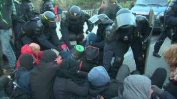 Френската полиция избута каталунските протестиращи