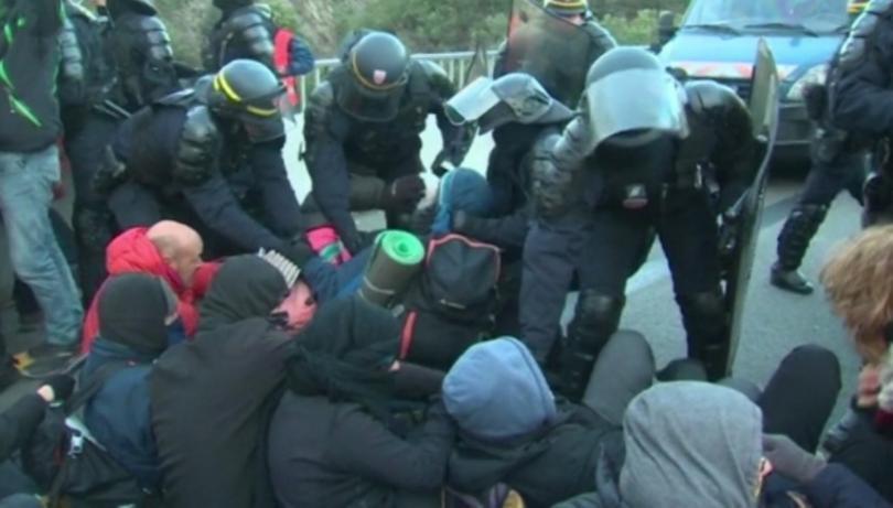 Снимка: Френската полиция избута каталунските протестиращи