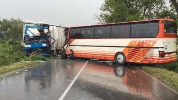 Автобус и ТИР се удариха край село Камен