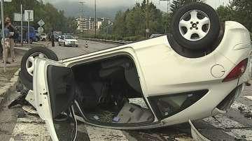 Кола се обърна на таван и удари мъж на пешеходна пътека