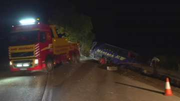 Автобус пропадна в дере край Монтана, жена загина, има ранени