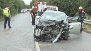 Бременна жена и двама мъже загинаха след тежка катастрофа в Силистренско