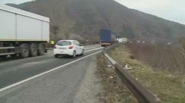 Тежка катастрофа затвори главен път Е-79 между Благоевград и Симитли