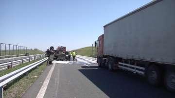 """Военeн автомобил се преобърна на магистрала """"Тракия край Сливен"""