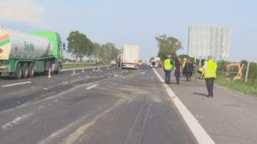 Тежка катастрофа между автобус на градския транспорт и ТИР на АМ Тракия