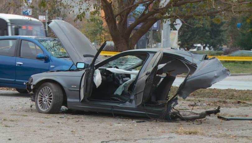 По чудо няма жертви и сериозно пострадали при инцидента. Колата