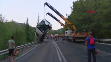 Автобус с туристи от Полша, Русия и Норвегия катастрофира край Анталия