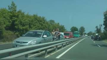 Верижна катастрофа спря движението по пътя Бургас-Созопол