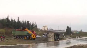 Камион се преобърна до Летище Варна