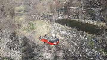 Кола излетя от пътя край Разлог, 17-годишно момиче е пострадало