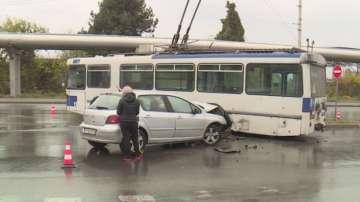 Шофьор загина при катастрофа с тролей в Русе