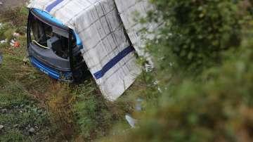 Изтеглят катастрофиралия край Своге автобус