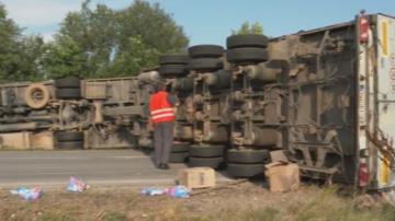 Катастрофа с два тира затвори пътя Шумен-Бургас