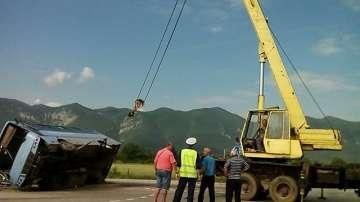 Няма сериозно пострадали при катастрофата между кола и автобус край Враца