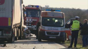 ТИР и кола се удариха в района на Елхово, има загинал