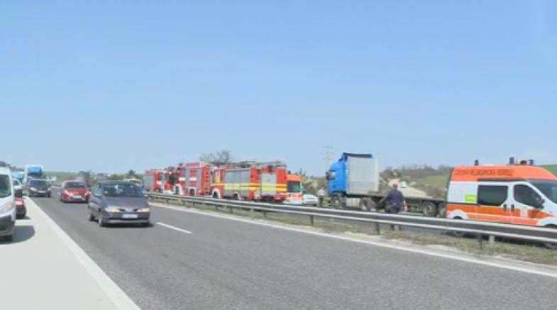 снимка 1 Тежка катастрофа с автобус на АМ Тракия край Вакарел, има загинали и ранени