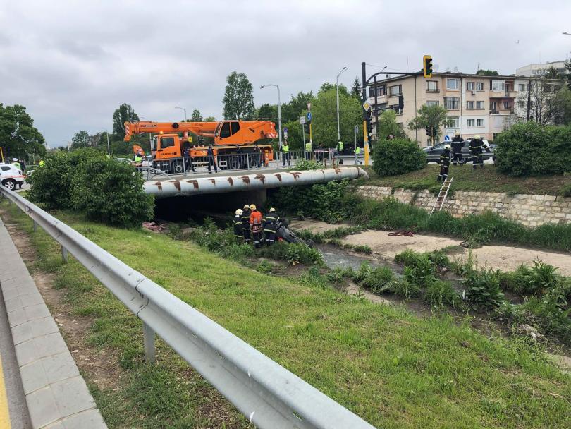 снимка 2 Автомобил блъсна 4 деца в кв. Сухата река в София
