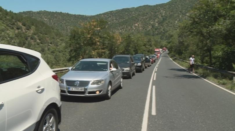 Тежка катастрофа в Кресненското дефиле блокира пътя на пътуващите от