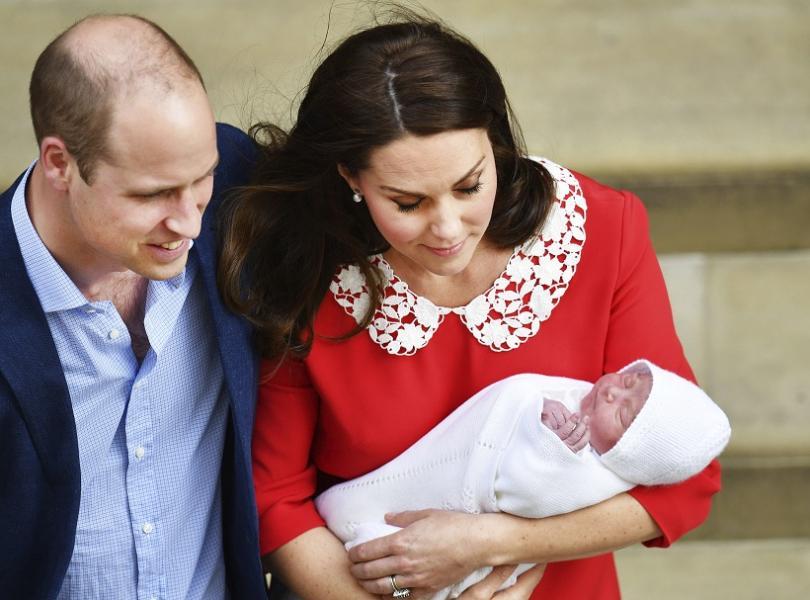 Херцогът и херцогинята на Кеймбридж напуснаха болница след раждането на