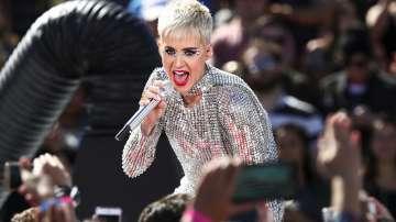Кейти Пери отложи турнето си, певицата подновила връзката си с Орландо Блум