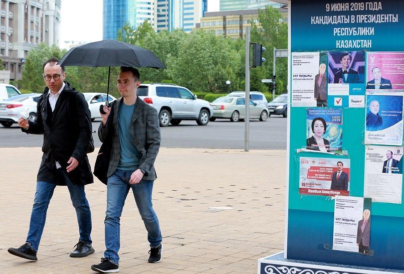 Полицията в Казахстан задържа стотици протестиращи привърженици на опозицията по