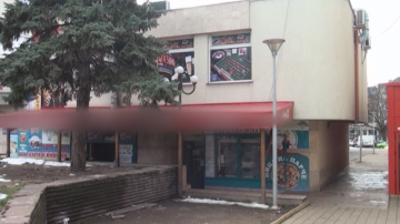 Полицаят, ограбил казино в Перник, носил маска като във филма Жокера