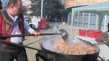 Юнашки кебап раздадоха за Коледа в Димитровград