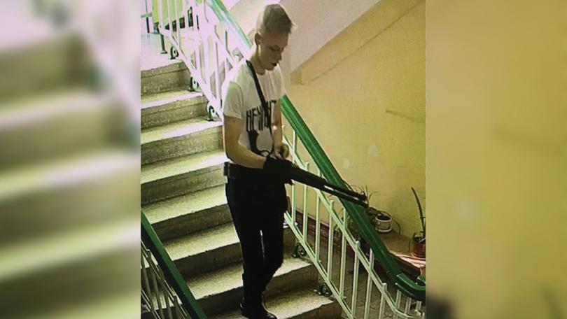 Камери запечатаха предполагаемия извършител - 18-годишния студент от колежа - Владислав Росляков