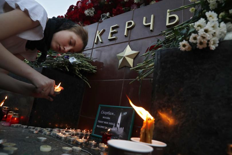 снимка 2 Керч се сбогува с жертвите от кървавото нападение