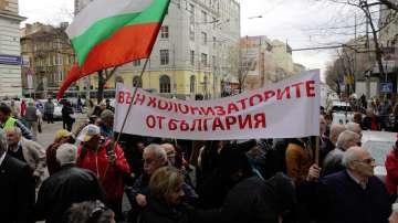 Протест пред КЕВР заради поскъпването на парното и тока